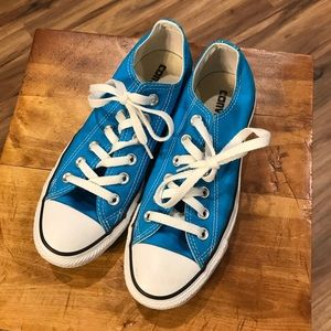 Like new Bright blue Converse sneakers